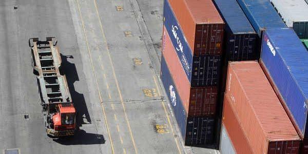 Lisboa, 04/ 10/ 2013 - Estivadores da Liscont no Terminal de Contentores de Alcantara. ( Natacha Cardoso/ Global Imagens )